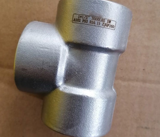Alloy Steel A182 F11 Threaded Fittings